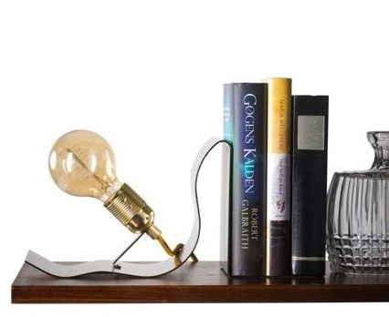 Ebb & Flow Lean on me bordlampe – Brass metal