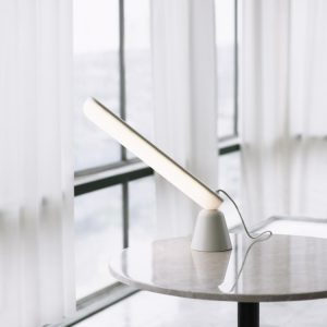 Acrobat bordlampe